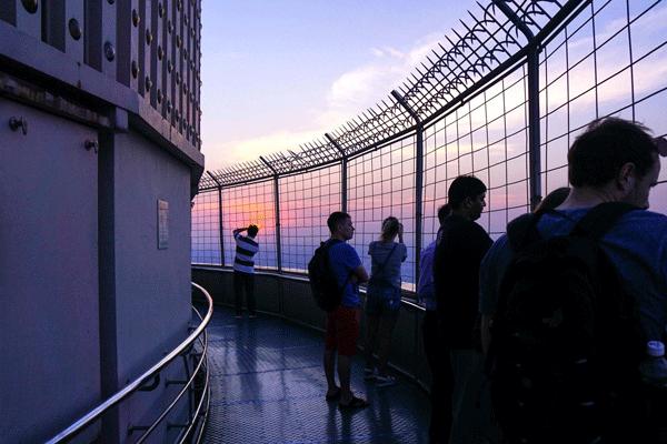 baiyoke-sky-bar baiyoke-sky-Roof-Top-Bar 曼谷高空景觀餐廳 曼谷彩虹雲霄酒店83樓 曼谷baiyoke-sky天空酒吧